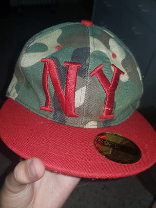 GORRA NEW YORK COLOR CAMUFLAJE Y ROJO