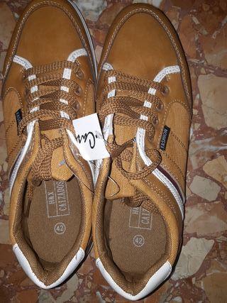 Zapatos nuevos sin ningún uso