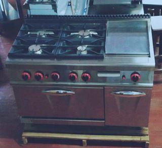Cocina a gas con horno y plancha