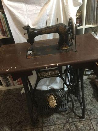 Antigua máquina de coser Wertheim Rápida