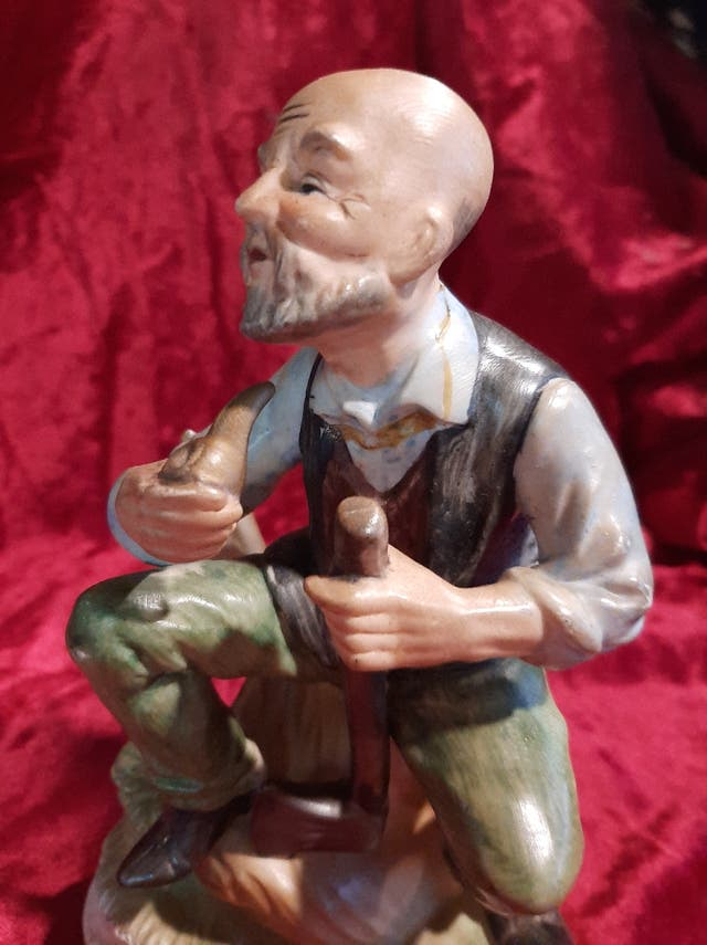 Figura de viejo de porcelana made in Japan