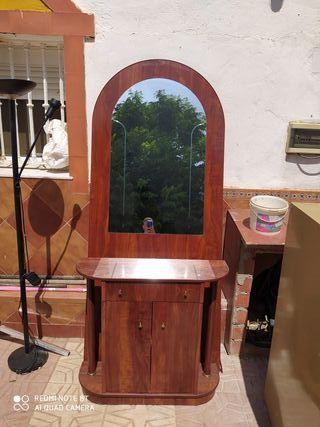 mueble con espejo entrada