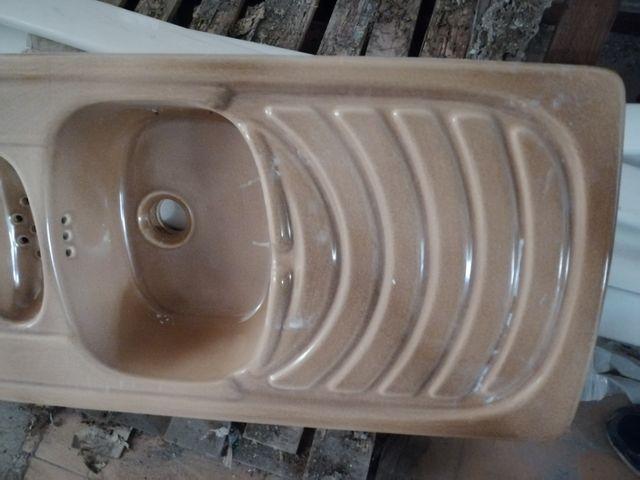 Fregadero doble de gres fino marca roca y griferia
