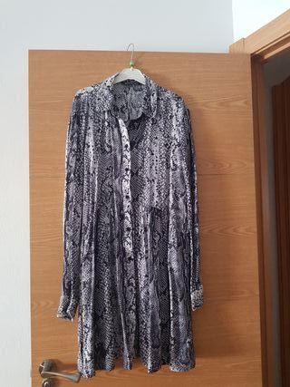 vestido corto de stradivarius