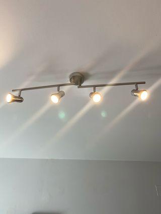 Lámpara de techo con focos