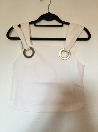 Top blanco con anillas plateadas Zara