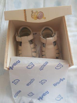 Sandalias piel bebé cucada. A ESTRENAR. T.16