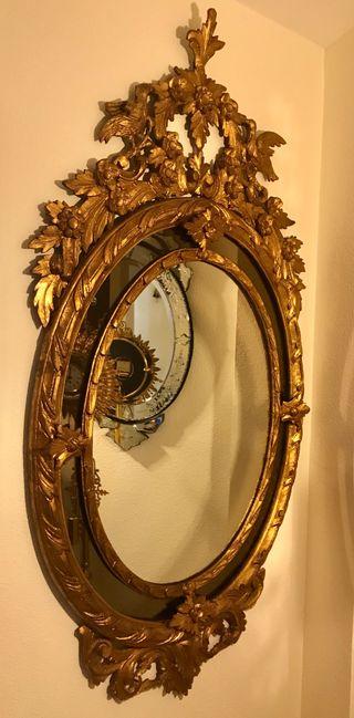 Antiguo gran espejo veneciano de madera