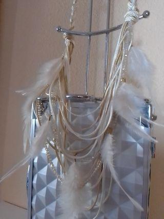 Elegante collar plumas y pedreria