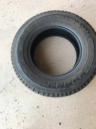 Neumático michelin 225/70r15c