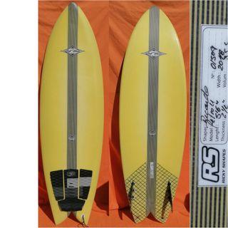 Tabla de surf Retro Fish 5.6