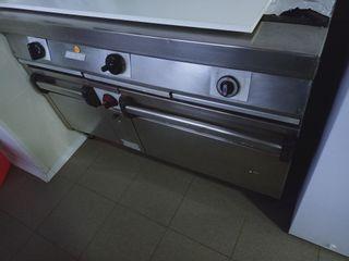 cocina gas industrial con horno y puerta bombona