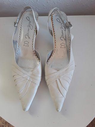 Zapatos novia piel. Pilar Monet. T. 40. LOTE 4x3