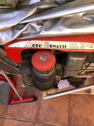 Motoazada o mula Benassi. y arado Honda