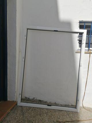 Ventana abatible de aluminio blanco