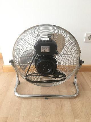 Ventilador AEG de 3 velocidades.