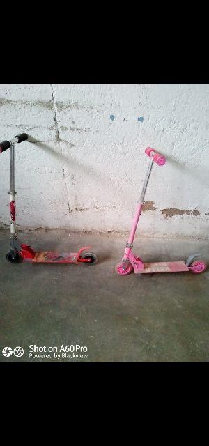 2 patinetes niño y niña. Spiderman/Hello Kitty