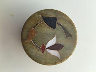 Cajita de mármol y nácar vintage artesanal.