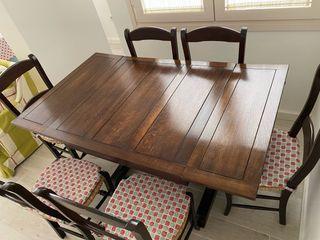Mesa comedor extendible y sillas en madera