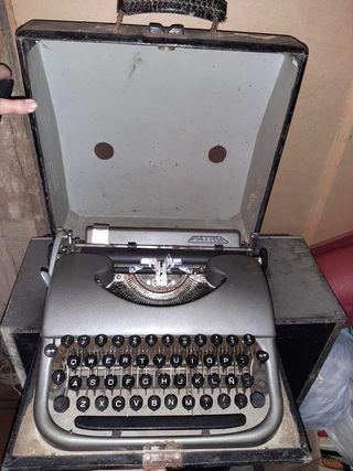 Máquina de escribir vintage de los 50 Patria