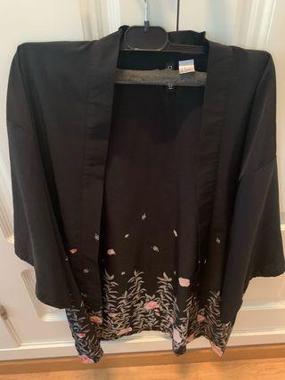 Camisola color negro con flores talla M da talla