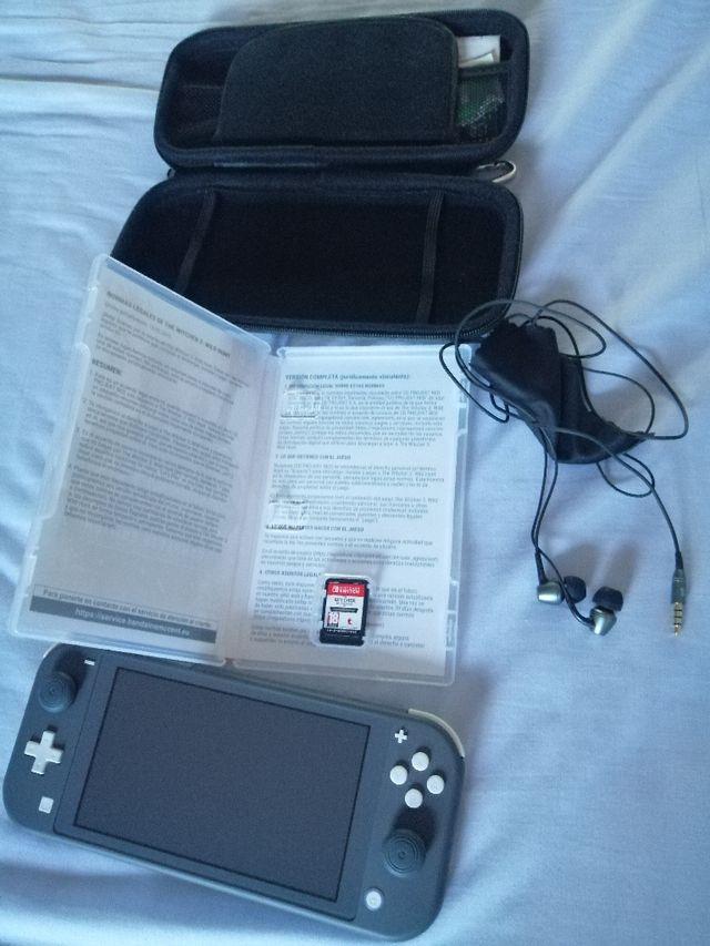 Nintendo Switch Lite más juego.