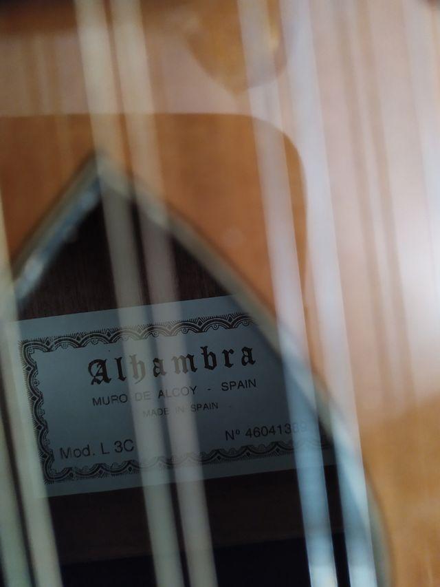 Laúd Alhambra con funda, libro y partituras