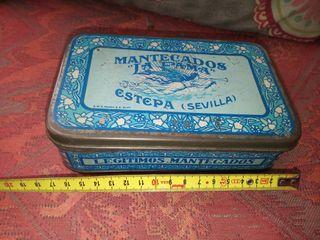 Muy Antigua Caja de Mantecados La Fama