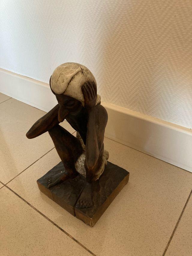 Figura tallada en madera artesanal (coleccionista)