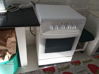 Cocina portátil. Horno y vitro eléctrica