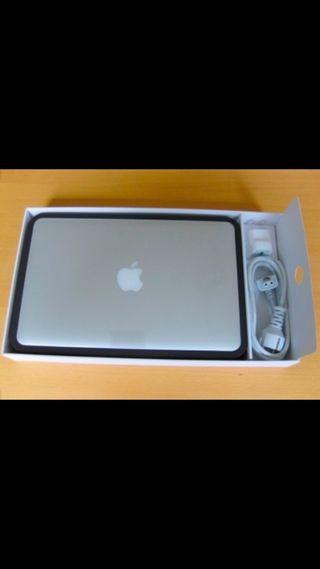 Apple Macbook pro 13 Retina i5 8gb Ram 256ssd