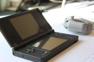 Nintendo DSi + Cargador Original