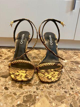 Sandalias de tacón serpiente MANGO