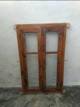 Ventana antigua madera mobila vieja