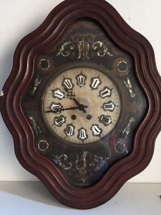 Reloj ojo de buey isabelino