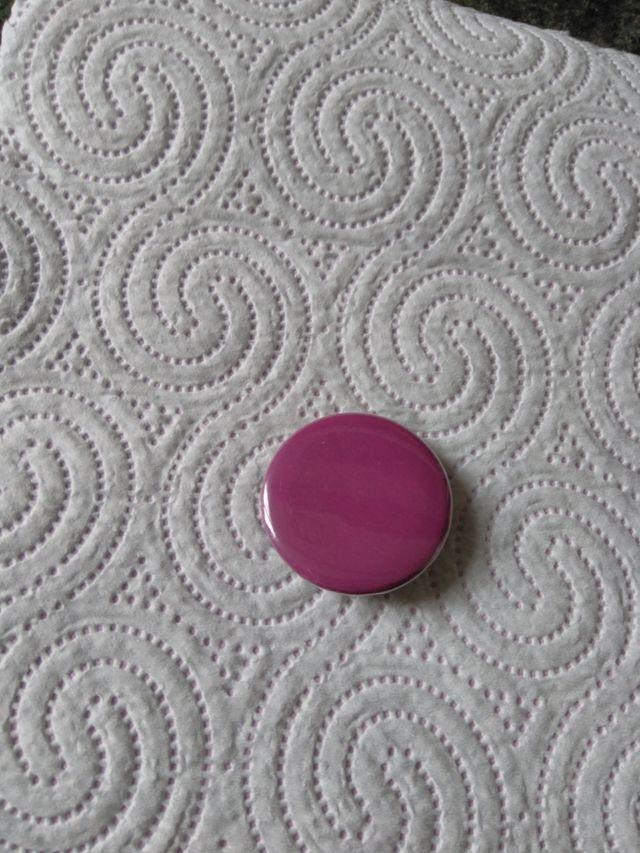 Pin lila