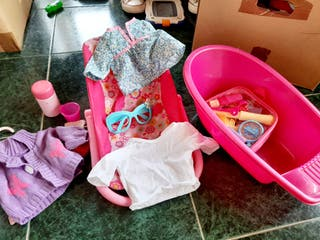 bañera y silueta y accesorios de nenuco