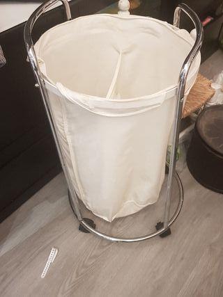 cesto ropa sucia metálico y tela