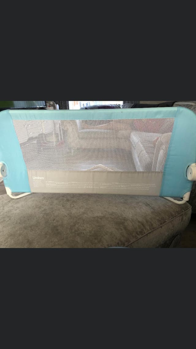 Safety bed gate