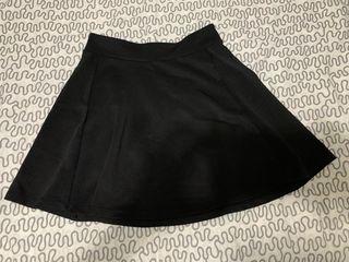 Falda negra con vuelo