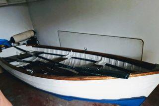 Bote auxiliar de madera de barco ingles