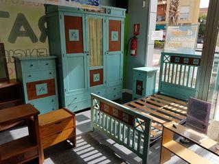 Se vende dormitorio juvenil de madera completo