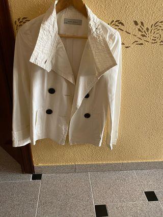 Gabardina corta blanca Zara