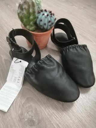 zapato destalonado bajo piel negro Mango