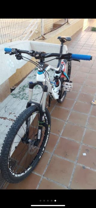 Bicicleta de enduro o descenso