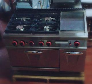 Cocina industrial 4 fuegos con horno y plancha