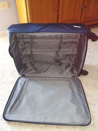 maleta con ruedas en perfecto estado