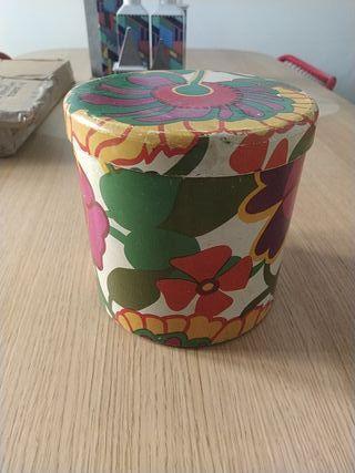 Caja de lata de Cola Cao