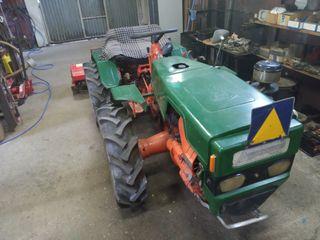 Se vende tractor Pascuali 996e con aperos