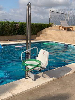 Elevador piscina personas con movilidad reducida